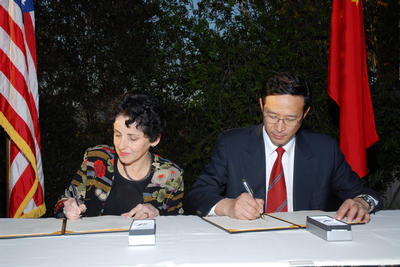 UCR Chancellor France Cordova and President Chen Zhangliang of China Agricultural University sign an agreement to pursue a joint Center for Biological Sciences. Photo by Michael J. Elderman