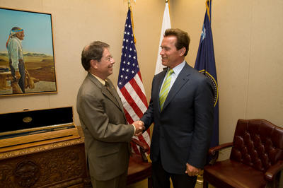 University of California, Riverside Acting Chancellor Robert Grey met with Governor Schwarzenegger to discuss the importance of expanding opportunities for medical education in California and increasing the number of medical professionals throughout the state. They are standing in the Ronald Reagan Cabinet Room in the Office of the Governor in Sacramento. Photo Credit: William Foster, Office of Governor Schwarzenegger.