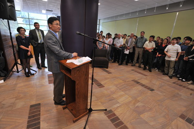 Jian-Kang Zhu speaks at a reception held in his honor at UC Riverside, April 27, 2010.  Photo credit: UCR Strategic Communications.