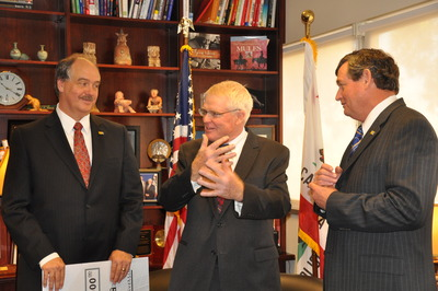 L to R: UCR School of Medicine Dean Richard Olds, Riverside County Supervisor Bob Buster, and UCR Chancellor Timothy P. White. Photo credit: UCR Strategic Communications.
