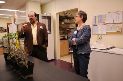 Howard Judelson (left) explains his research to USDA Under Secretary for Research, Education and Economics Cathie Woteki.  Photo credit: UCR Strategic Communications.