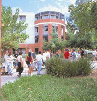 Students move into the Lothian residence hall
