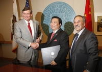 After signing a memorandum of understanding that will lead to a $10 million gift to UC Riverside, Chinese inventor and businessman Winston Chung and UC Riverside Chancellor Timothy P. White shake hands as Reza Abbaschian, dean of the Bourns College of Engineering, looks on. Photo credit: Peter Phun