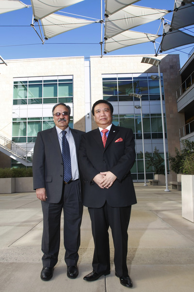 Reza Abbaschian, dean of the Bourns College of Engineering, left, and Chinese inventor and businessman Winston Chung, stand in front of Engineering Building II, which will be renamed Winston Chung Hall.