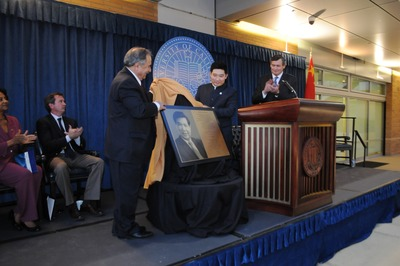 The plaque that will be on Chung Hall is unveiled by Bourns College of Engineering dean Reza Abbaschian and Zhifan Zhong, president of Winston Battery Limited. Photo by Carlos Puma