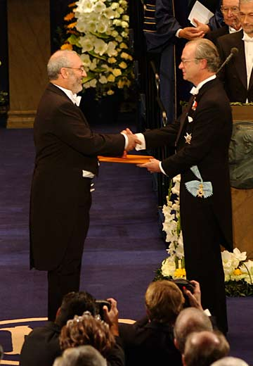 Joseph Stiglitz receives the Nobel Prize from the hands of the King of Sweden. Photo Courtesy of The Royal Swedish Academy of Sciences